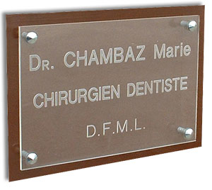 Plaque professionnelle plexi transparent avec support - Plaque ondulee transparente ...
