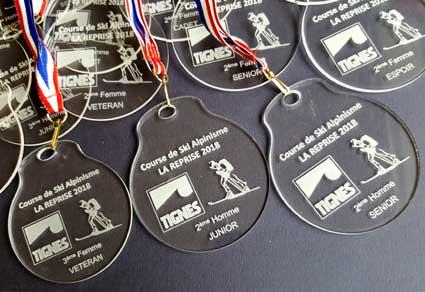 medaille plexiglass gravure personnalisée laser